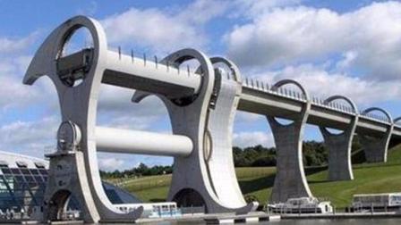 会旋转的桥梁, 像摩天轮, 但只能让船过, 车都上不去?