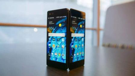 国产首款双面屏手机, 一心二用两不误, 厚12毫米, 一爆爆俩?