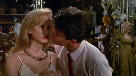 小伙捡到一个千年木头美人, 深情一吻, 没想到美女活了过来