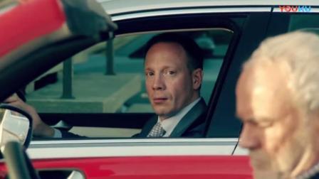 这老头有点逗,开好车紧挨着儿子的车停,人家开车门都费劲