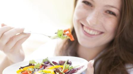 """4种润肠通便的食物, 每天坚持吃一点, 给你的肠道""""洗洗澡"""""""