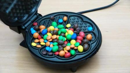 MM巧克力豆遇上电饼铛会变成啥样? 网友: 你肿么了? 我的豆!