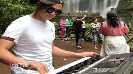 大哥都出来弹电子琴了, 不靠颜值靠才艺真是高手啊!