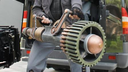 小伙发明了一件时间武器, 可以随意夺走别人时间! 一部喜剧科幻片