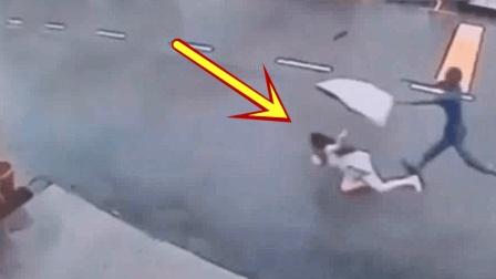 粉裙女子独自走在马路上, 发现身后不对, 跑还来得及么!