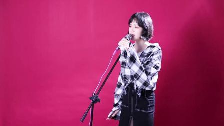 美女翻唱田馥甄歌曲与你相遇就是我的《小幸运》