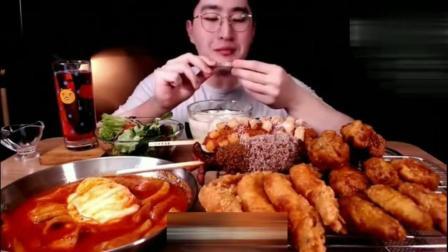 韩国吃播大胃王MBRO小哥吃炸虾+炸鸡+炒年糕+热狗