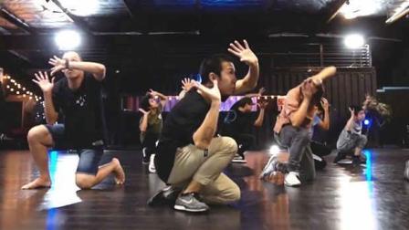 【UrbanDance.Cn】Markus Pe Benito 编舞《 Neu Roses》Urban Dance Snowglob