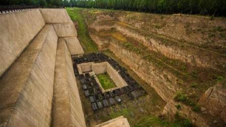 西安农民一块地寸草不生, 引考古专家好奇, 挖出一座东方金字塔