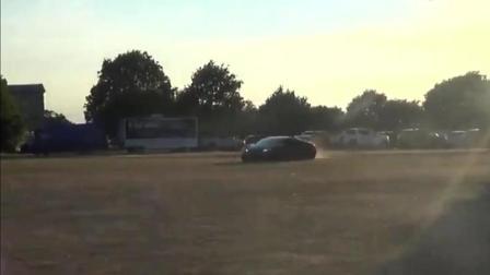 土豪这样玩布加迪, 在土路上飞驰的那一刻, 车主心疼了
