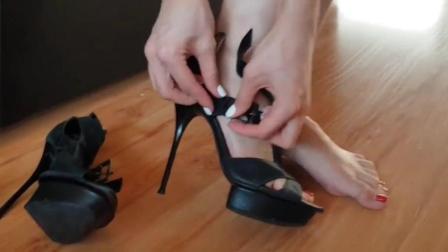 女孩偷穿妈妈的高跟鞋, 穿上后气质感爆棚!