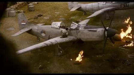 军队基地被几名游击队突袭, 炸弹掉落地上反把战机炸毁