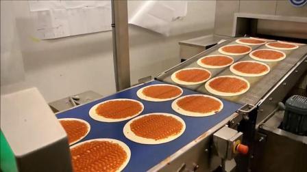 实拍全自动流水线制作披萨过程, 这能比手工做的好吃吗?