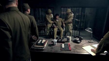 苍狼:小伙卧底身份暴露,被小鬼子抓到地下室,受小鬼子酷刑!