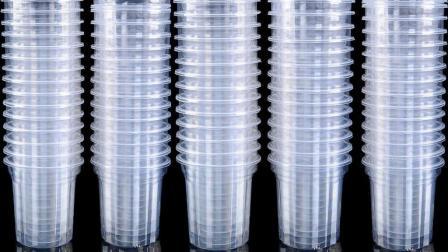 一次性杯子制造过程, 每小时生产50000个, 难怪卖的那么便宜