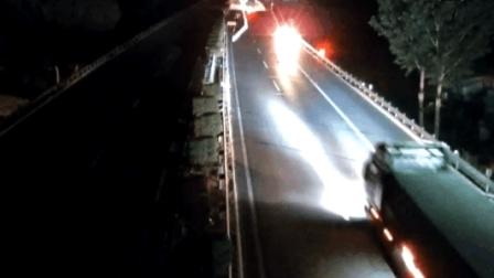 深夜高速逆行14公里 无证司机戏称像是拍大片