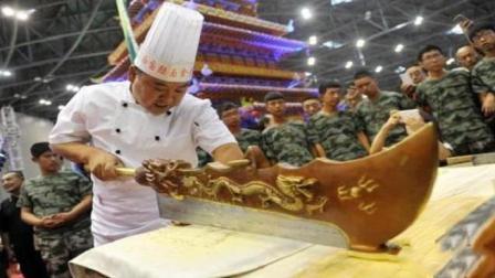 中国顶级厨师的刀速, 到底快到什么程度? 厨师: 小李飞刀都不算啥, 看完傻眼