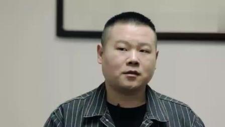 岳云鹏带李荣浩参观德云社后台, 一进门就被墙上的大照片镇住了