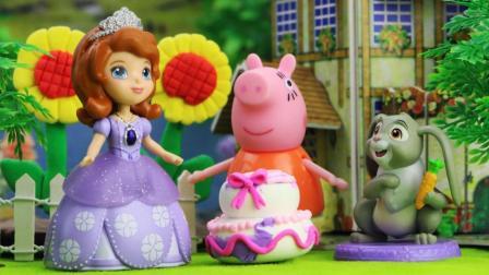 小公主苏菲亚的生日快到了, 幸运草和小趣一起做了一个大蛋糕
