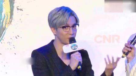 薛之谦开演唱会惨遭激光笔照射眼睛 , 网友: 我要代表月亮消灭你!
