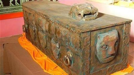 村民挖出巨型铜棺, 得知棺内文物全被抢, 专家: 这是4旧, 必须熔