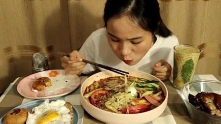 中国吃播, 美女自制冷面和其它, 看着直流口水哦!
