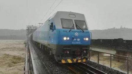 为什么抵抗洪水时, 要把千吨重的火车开到桥上停着?