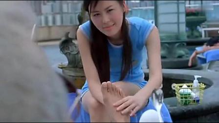 田朴珺在泳池边帮梁家辉捏脚, 这画面不言而喻了
