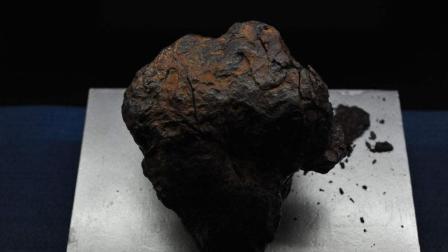 天外来物陨石到底有多硬? 用一台200吨的液压机试试
