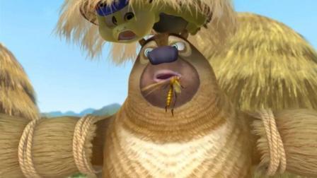熊二假扮稻草人, 却被蚊子戏弄, 结果悲剧了!