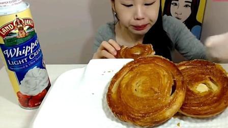 韩国吃播: 油炸千层酥饼加奶油, 卡妹新吃法, 声音酥到心里去!