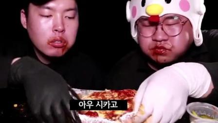 韩国大胃王胖子威: 吃披萨搭配意大利面, 旁边的小哥吃相真6!
