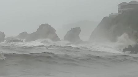 """台风""""安比""""直奔苏浙沪 舟山启东等地海边狂风嘶吼"""