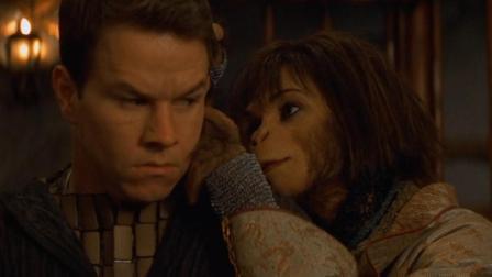 宇航员问女猿人, 你为什么要帮我? 女猿人说因为你与众不同