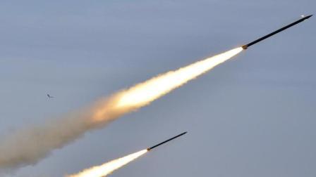 报复空袭! 大量伊朗导弹升空, 美盟友首都遭猛烈轰炸