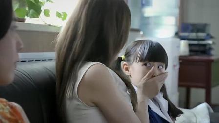 家长联合批评班主任,孩子想帮班主任解释,立马就被妈妈堵住嘴!