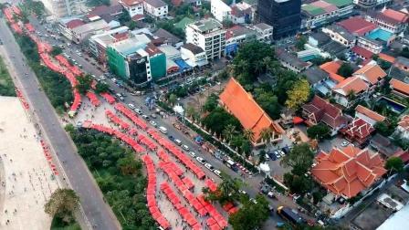 到老挝首都万象, 航拍当地最大的夜市一条街, 太像中国了