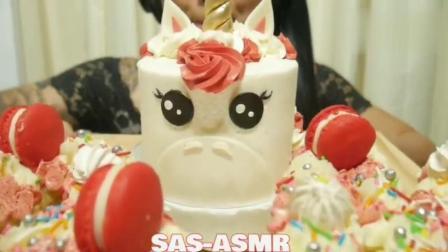 SAS: 边姐吃独角兽蛋糕, 好喜欢独角兽的造型, 还有杯子蛋糕