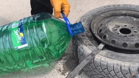老外雪碧喝不完拿20升灌进汽车轮胎, 网友: 不怕走两步胀气爆胎?