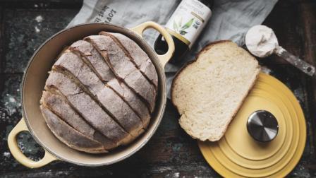 我的日常料理 第一季 不揉面也可以做出外皮酥脆内心柔软的欧式面包 免揉珐琅锅欧包
