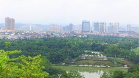 旅者来到广西百色起义纪念馆, 从这里可以俯瞰整个百色市, 视野太好了