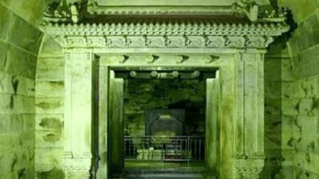 1952年, 考古专家带枪进入了康熙墓, 可为何出来后