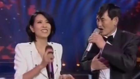 朱之文和美女合唱《因为爱情》他也太受美女喜欢了