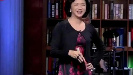 金星居然跟国乒教练刘国梁同台打乒乓球, 看刘指导怎么虐她