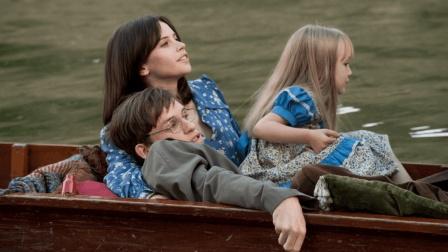 4分钟看完霍金的一生, 妻子对生病的他不离不弃, 还养育了3个儿女