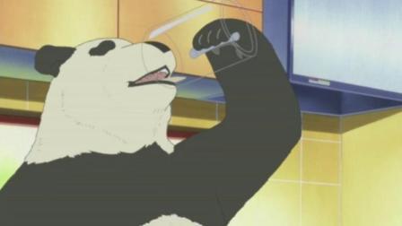 白熊咖啡厅:熊猫昨天把滑梯弄坏了,小伙却说和熊猫没关系