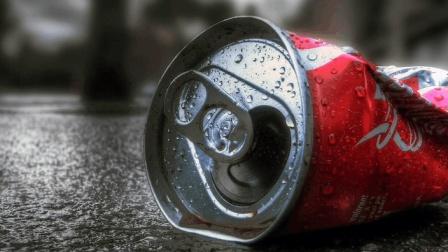 为什么以前易拉罐都是拉出来, 现在却是往里面扣?