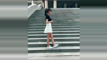 性感小姐姐楼梯上跳鬼步舞合辑, 小姐姐身材是真的好