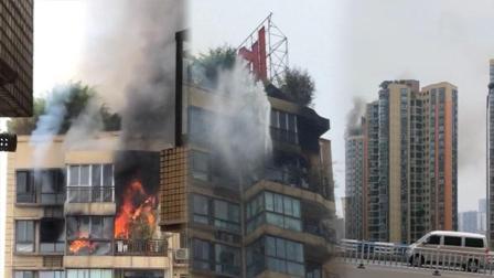 【重庆】高层住户突发大火 明火从阳台窜出黑烟冲天