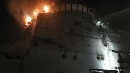 时运不济: 意大利万吨补给舰舾装时起火, 3.46亿欧元成为泡沫